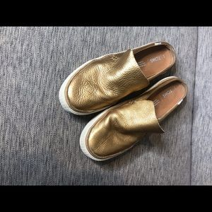 Toms gold leather clogs